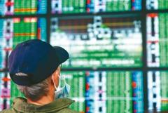 權值股領跌 台股盤中重挫近700點、逾500檔跌停