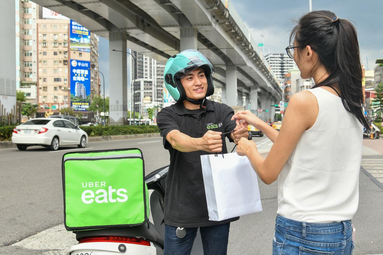 Uber Eats、foodpanda推「無接觸送餐」新服務 免費餐點撐醫療