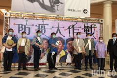影/陳時中訪奇美博物館人氣暴動 呼籲守好自己這條線
