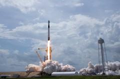 SpaceX成功發射火箭送人赴太空站 俄羅斯致賀