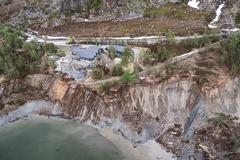 影/挪威北部海岸土地崩塌 居民直擊房子被水吞噬