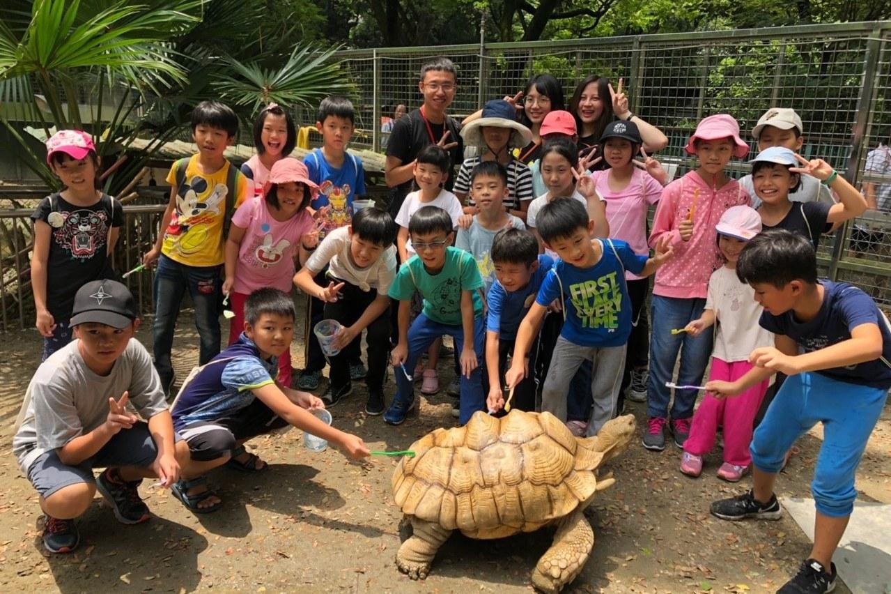 與動物們共宿!高雄「壽山動物園」推生態旅遊