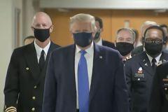 川普首戴口罩很帥? 辯稱:像獨行俠
