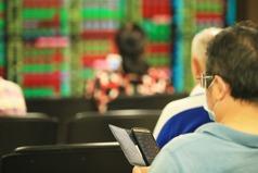 台股終場小跌、亞股中最強 三大法人賣超34.79億元
