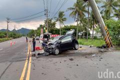 高雄旗山傳死亡車禍 駕駛彎道撞上電線桿造成1死2傷