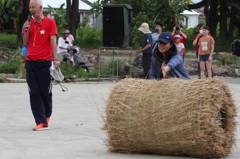 甘蔗標槍與稻草捲接力賽 高雄農村運動會競賽項目另類