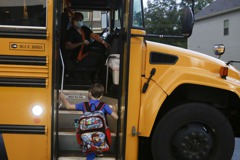 川普要求學校重開 佛奇:疫情惡化州有風險 不妥