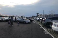 影/台中港三井OUTLET停車場 倒車衝撞2車驚險畫面曝光