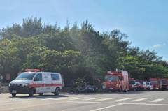 女遊客在安平被大浪捲走 觀旅局巡查人員拋救生圈救人