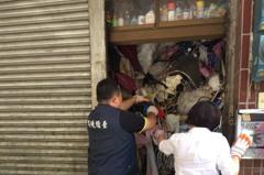 超扯!桃園垃圾屋堆滿雜物 頂樓積水容器孳生孑孓罰6千