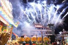 廟會深夜遶境「轟隆隆像戰爭」 高市消防局開罰90萬