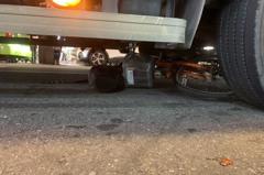 北市水泥車撞倒腳踏車 女騎士捲車底腹部內出血急救