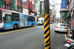 淡水電線杆設馬路上不便通行 台電年底完成地下化工程