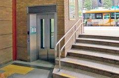 才六階樓梯高!日本車站出現「短電梯」 原來是為了這用途