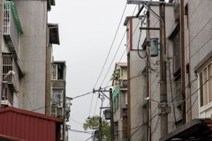 缺電表泰山老鄰長每月敲百戶門收電費 40年後終於裝了