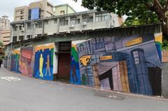 校園外牆換新裝 南勢角地標彩繪牆串起觀光廊帶