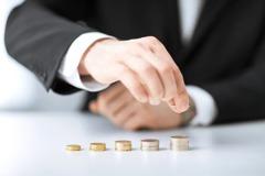 扣除開銷、理財每個月多1萬要幹嘛? 網4字真理建議續投資