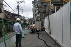 基隆龍安街建案施工路面崩裂居民憂安全 市府勒令停工