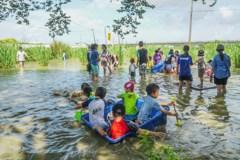 桃園鄉下水圳農田裡打泥巴戰 透過農事體驗深度認識土地
