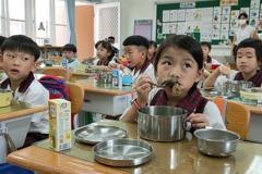 台東縣學生午餐不只吃國產豬 11月前升級關山有機米