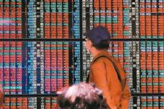 台股收漲157.97點 三大法人買超132.7億