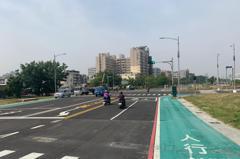 高雄85期重劃區鳳山博愛路與曹公路段 今天通了