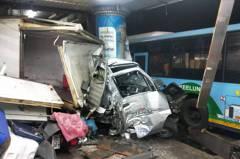 影/基隆市公車失控狂飆400公尺 9車被撞、14人受傷