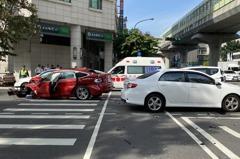 台中南屯連環車禍 5車包括公車貨車撞一團7人受傷送醫
