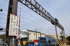 台鐵永康新市間鋼軌19公分裂縫 逾3200名遊客受影響