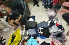 停車場抽菸隨機偷攤商車輛 疑雙北桃園銷贓上千件衣物