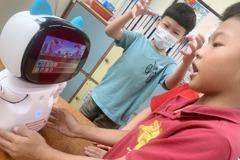 桃園大坑小校機器人雙語教學 邊學邊玩學生回流