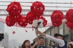 2020愛你愛你 林佳龍見證30對新人情定高雄大港橋