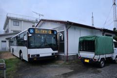 租屋竟附送「整台巴士」當書房 網友笑:家門到了請準備下車