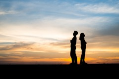 月薪6萬才嫁!女友「結婚條件」讓他超崩潰 網:自己寵的