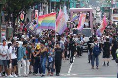 高雄同志遊行齊喊我們在這 陳其邁fb支持