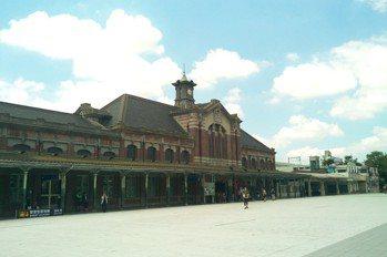 12月4日到6日火車站前廣場吃爆米花露天看電影 抽捷安特單車