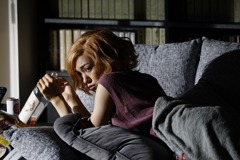 女星全裸床戰大20歲前輩 導演等到她成年才開拍