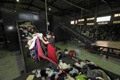 「黑衣最難處理」全世界舊衣回收解方 藏在70年台灣化纖大廠