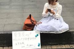 女子在西門町「公開徵男友」 網驚:LINE好友數已達上限