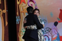 周興哲與前女友趙岱新台上擁抱 新北耶誕演唱會引高潮