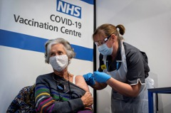 英國新冠疫苗開打第一周 已有近14萬人接種