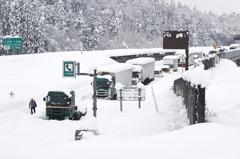 大雪中千萬別開! 日汽車達人警告:電動車在寒區有致命缺點