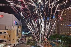 桃園「300秒煙火」元旦獨家登場!台茂推「耶誕光雕秀+40家市集」,近距離煙火秀好吸睛