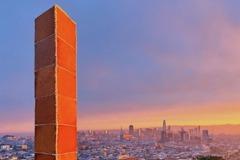 致敬神秘金屬柱? 舊金山耶誕節出現「巨型薑餅柱」
