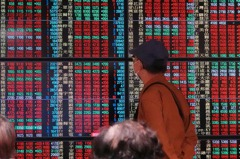台股創新高後拉回 爆近3000億元大量