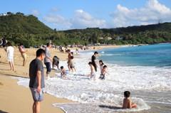 墾丁氣溫回升至23度 遊客享受椰林、陽光沙灘