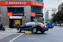 北市忠孝東路增設「行人庇護島」 警:駕駛小心別撞上了!