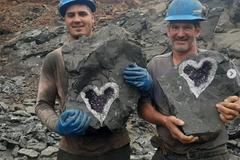 美麗心型紫水晶礦出土 眾人大讚「大自然的神秘作品」