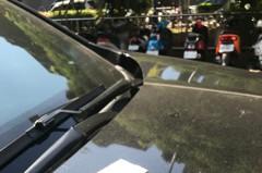 台中南區老建築二度磁磚掉落 砸中議員及民眾汽機車