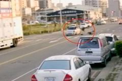 畫面曝光!中國醫女大生校區外車禍 人飛半空跌地昏迷